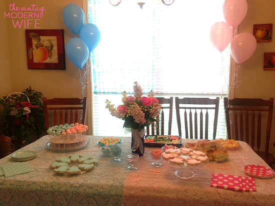 I love this gender reveal table by The Vintage Modern Wife. The half blue and half pink decorations are so cute!