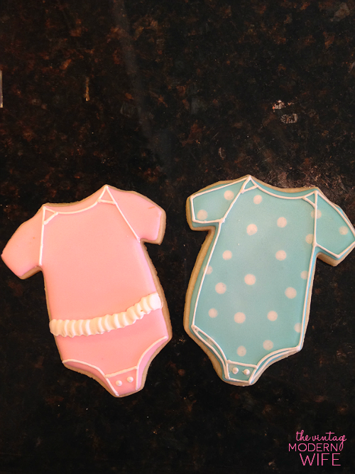 These onesie gender reveal cookies at The Vintage Modern Wife's gender reveal party from Sweet Elise bakery in Austin are adorable! I need them for my party!