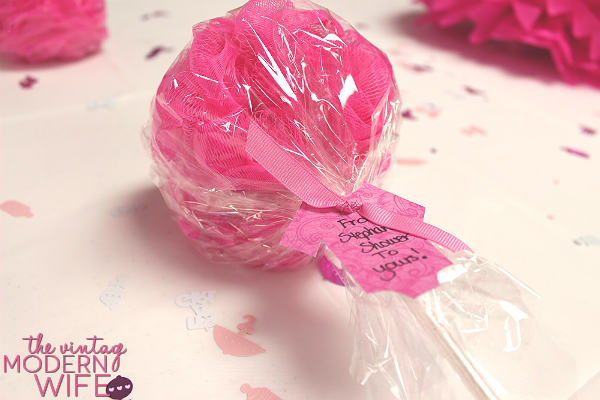 This loofah baby shower favor is such a great idea! It's adorable and practical!
