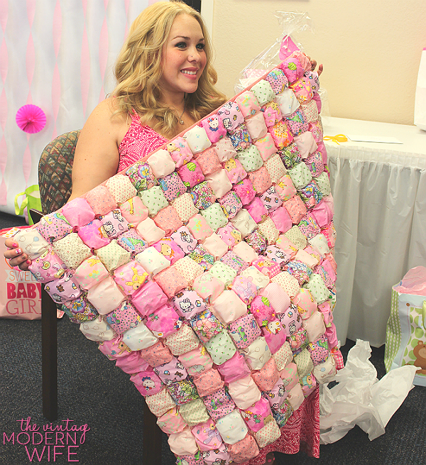 This sweet baby blanket is SO unique and creative. It's a perfect baby shower gift!