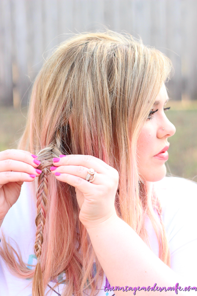 This braided headband tutorial by The Vintage Modern Wife is SO easy and I'm able to do it in 5 minutes! Stephanie breaks it down into simple steps that are easy to understand. Plus, I love her pink and blonde hair! Check it out for #momhairmonday!