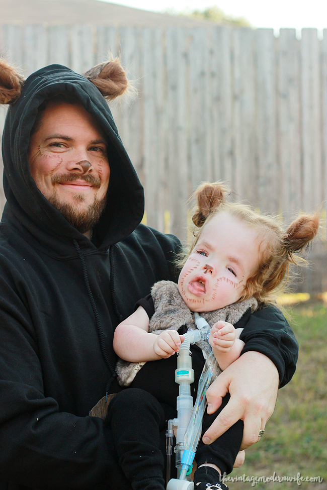 Looking for fun family costumes for Halloween? Love this Goldilocks and the Three Bears DIY!