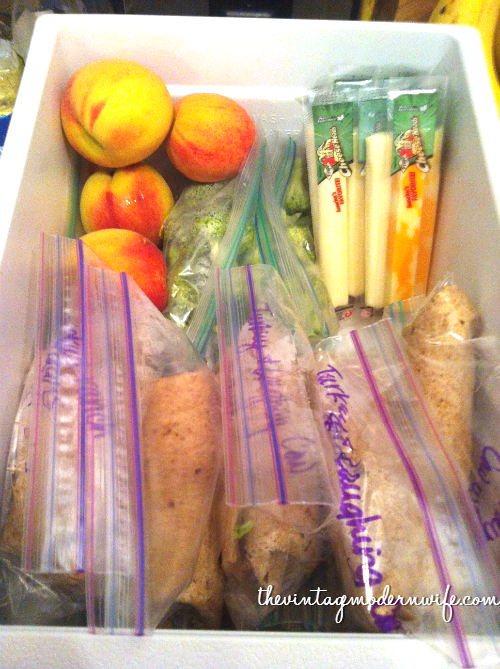 This blogger shows you how easy it is to have a healthy snack drawer in your fridge! Helps with lunch planning for the adults in the house, and has handy snacks in reach for your little one! So many ideas!