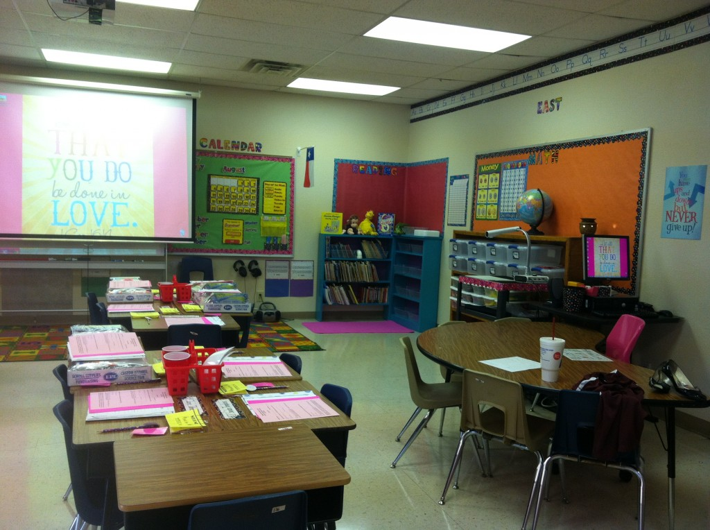 The Vintage Modern Wife's 1st grade classroom