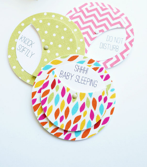 This New Mom Baby Sleeping Doorbell Sign  from The Tulle Box is a MUST have for all new moms to hang on their doors.