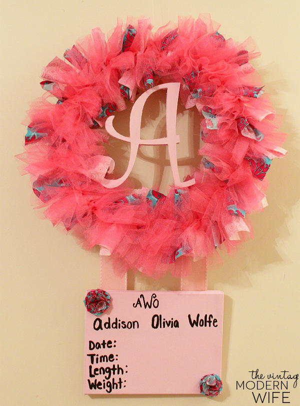Looking for an easy tutorial on a birth announcement wreath? This one is really easy to follow!
