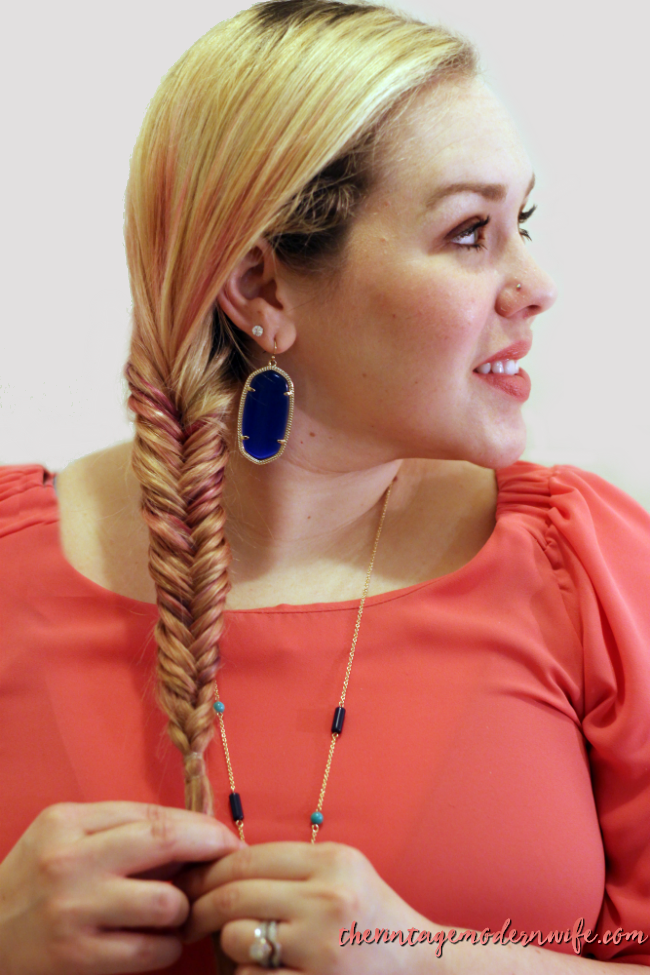 Never done a fishtail braid before? The Vintage Modern Wife breaks it down into a few steps that will take your hair from drab to fab in 5 minutes! Check out this first installment of #momhairmonday!