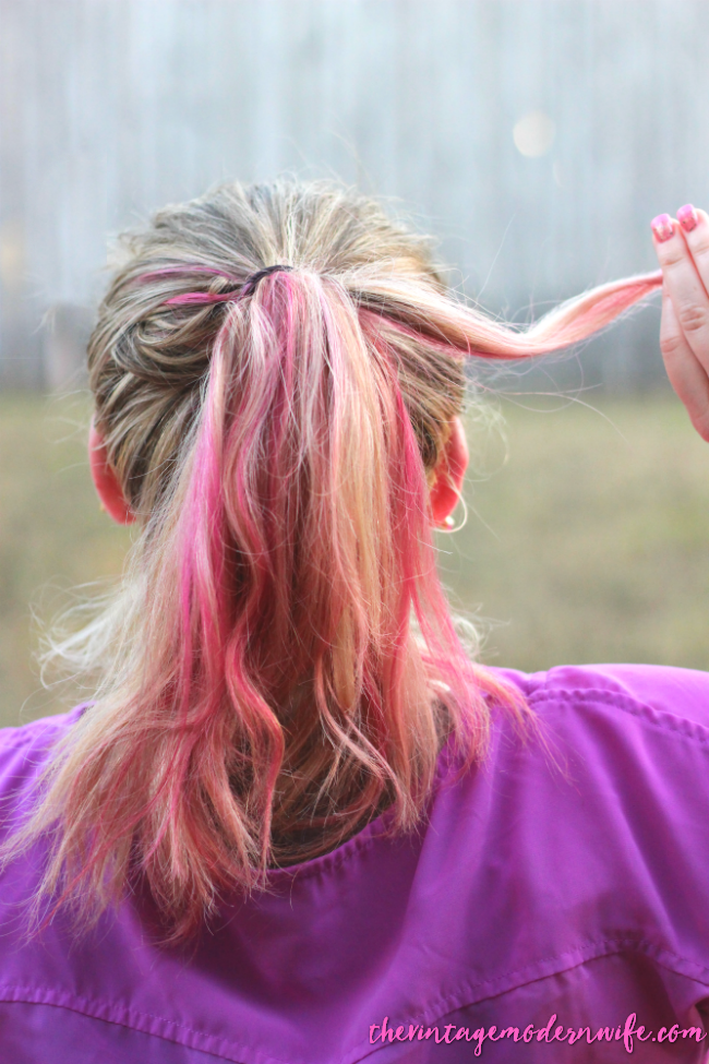 This bubble ponytail tutorial by The Vintage Modern Wife is TOO cute and super easy! She breaks it down into a few easy steps that helped me take my hair from drab to fab in 5 minutes! Plus, I love her pink and blonde hair! Check it out for #momhairmonday!