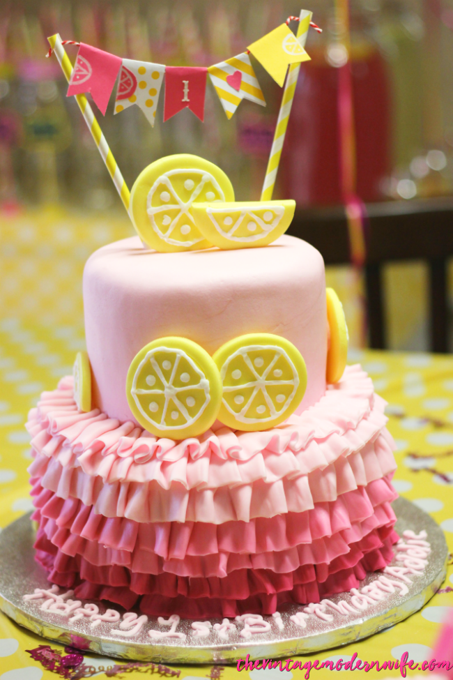 This lemonade birthday cake is ADORABLE and almost too cute to eat! Love it and all the other lemonade first birthday party ideas at this blog!