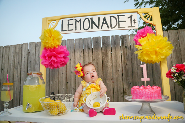 Looking for a lemonade themed 1st birthday photo shoot? This one from The Vintage Modern Wife is TOO cute. With the perfect lemonade stand and props, this lemonade 1st birthday party set up is sweet as can be!