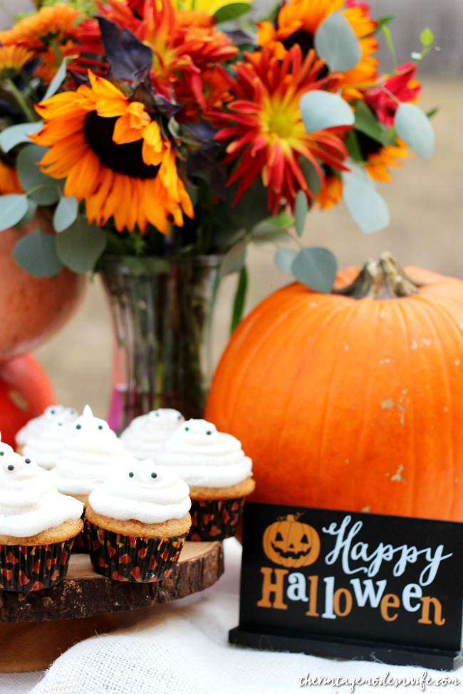 Looking for a homemade spice cake recipe that is on another level? These Ghost Spice Cupcakes from The Vintage Modern Wife are not only delicious, but they're filled with homemade apple pie filling! Perfect for Halloween, Thanksgiving, or whenever your heart desires. Get the recipe now!