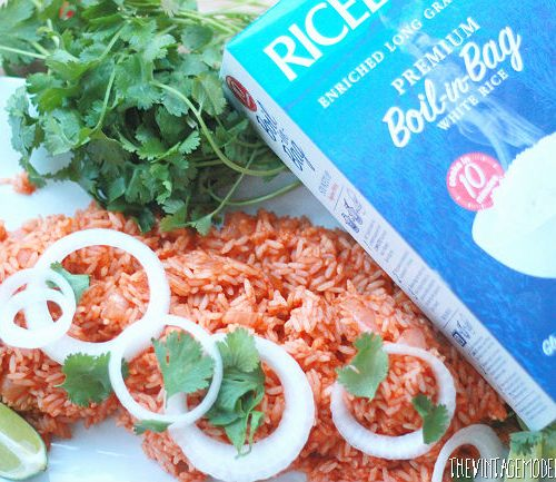 Want to make Mexican Rice but don't have the time? Check out this 10 Minute Mexican Rice recipe from The Vintage Modern Wife! It's so delicious! #ProntoPerfectRice