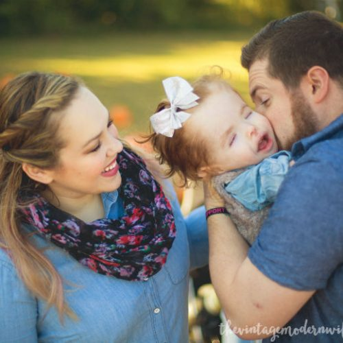 Love this sweet pumpkin patch photo shoot with The Vintage Modern Wife!