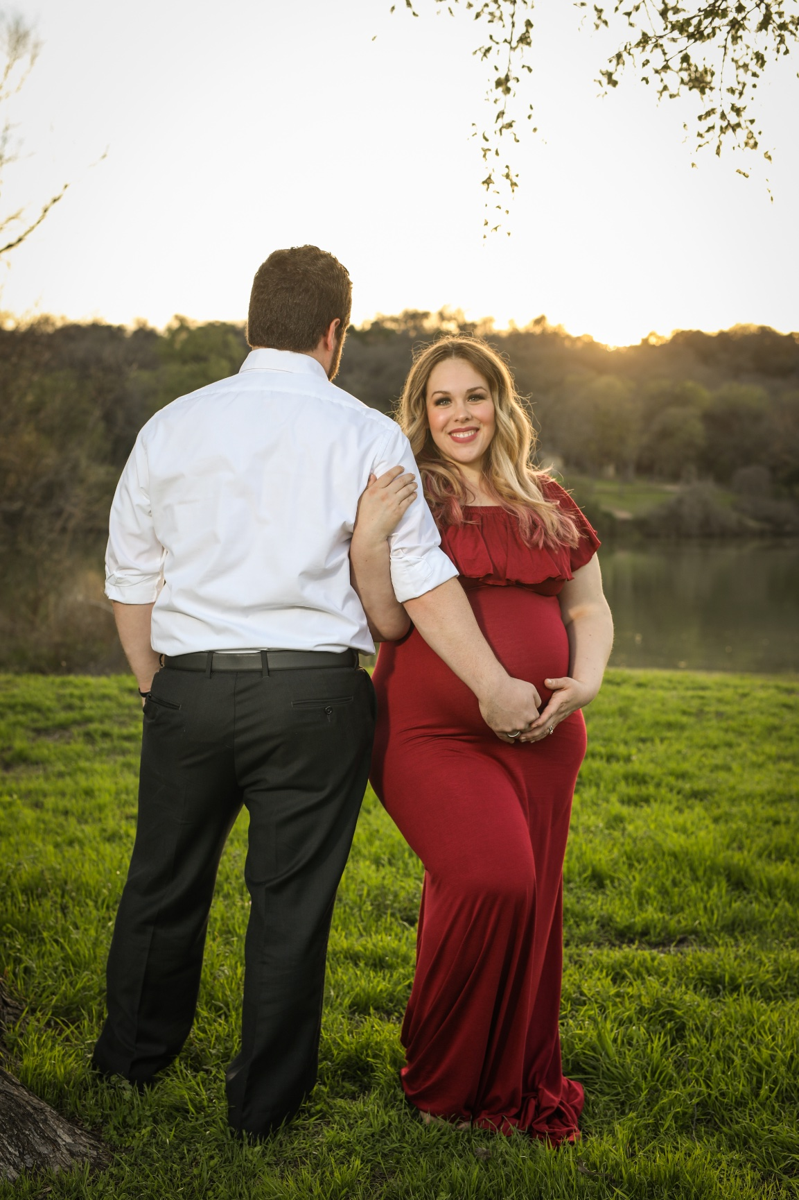 Looking for inspiration for your winter maternity photoshoot? Check these out by this Waco, Texas blogger!