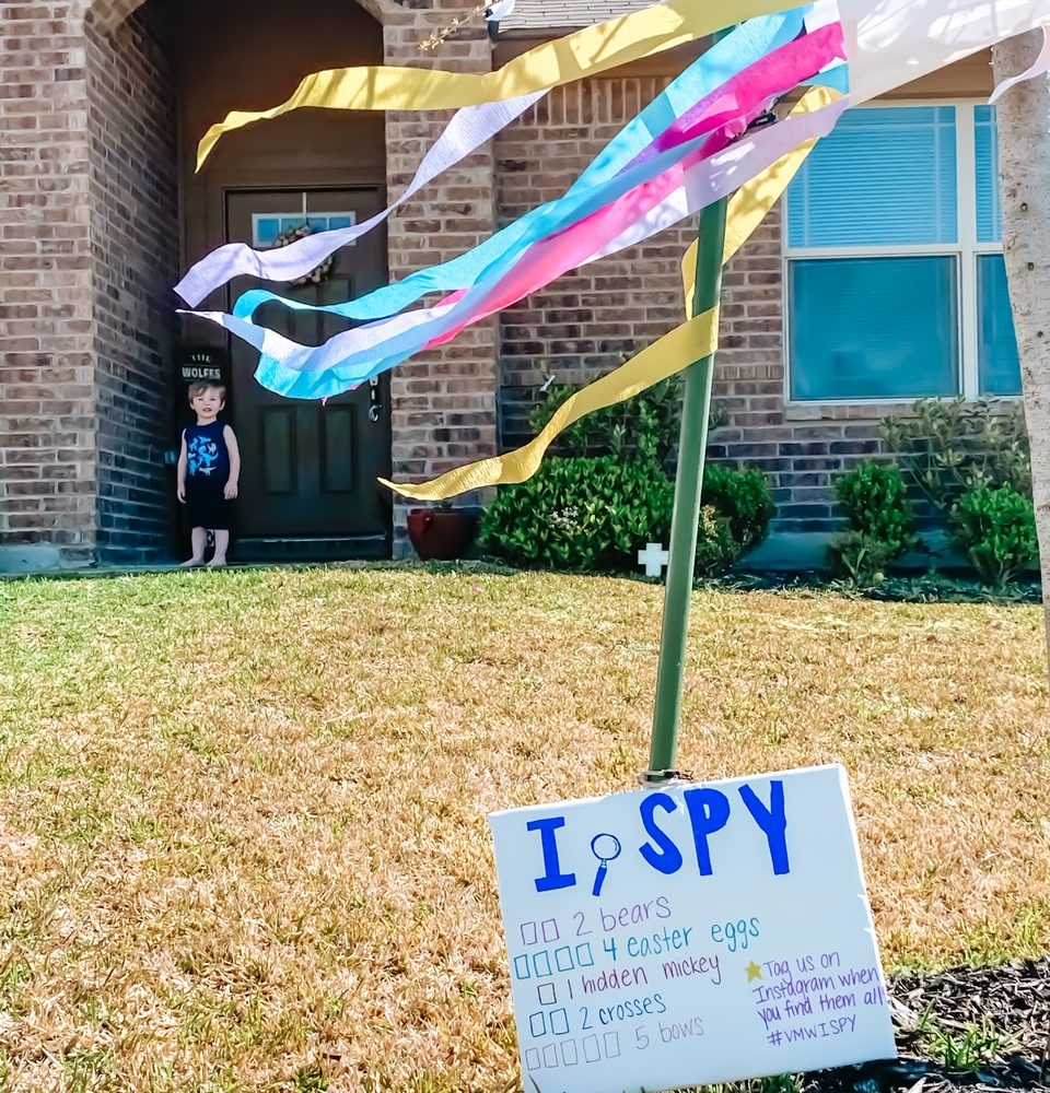 Looking for something to do with your kids? Check out these 50 FREEUltimate Outdoor I Spy Scavenger Hunt Ideas! There's a whole lot of fun to be had outside with these!