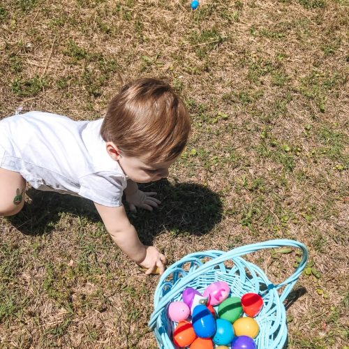 Looking to make the best out of social distancing this Easter? There are so many great suggestions for families to try for a memorable Easter.