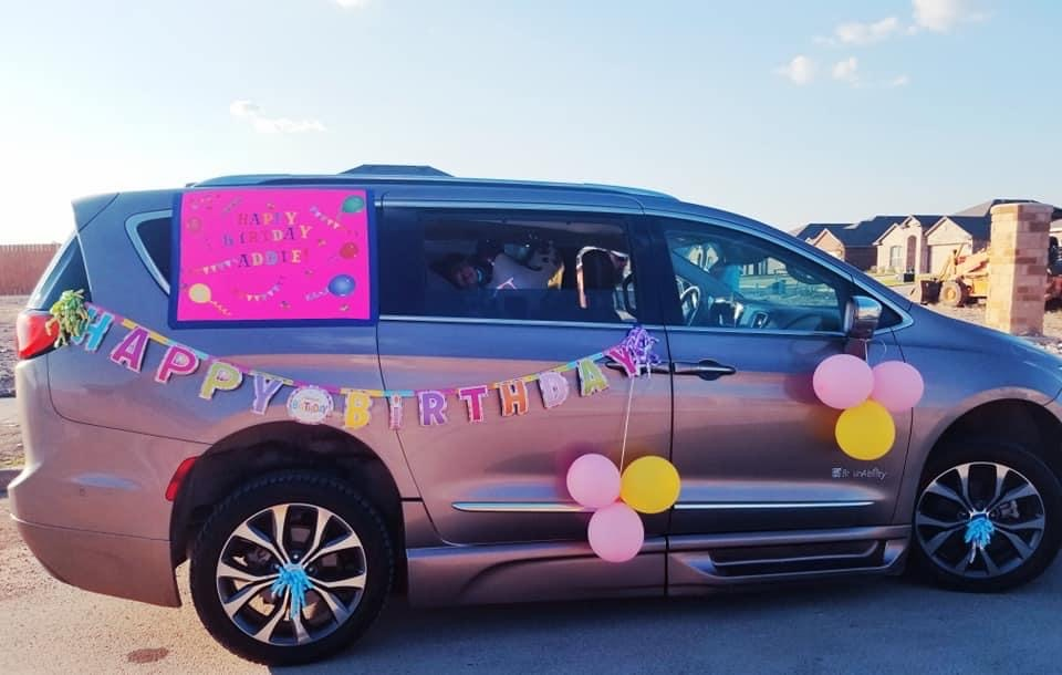 Looking to have a drive by birthday party? Search no further because these tips from The Vintage Modern Wife are incredible! Talk about the best party yet!