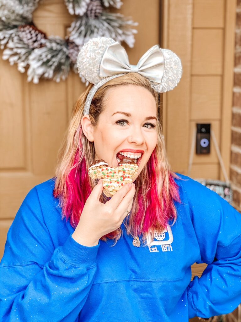 Looking for a delicious and easy recipe? These easy Christmas Mickey Rice Krispies Treats are so fun and don't take long to make!