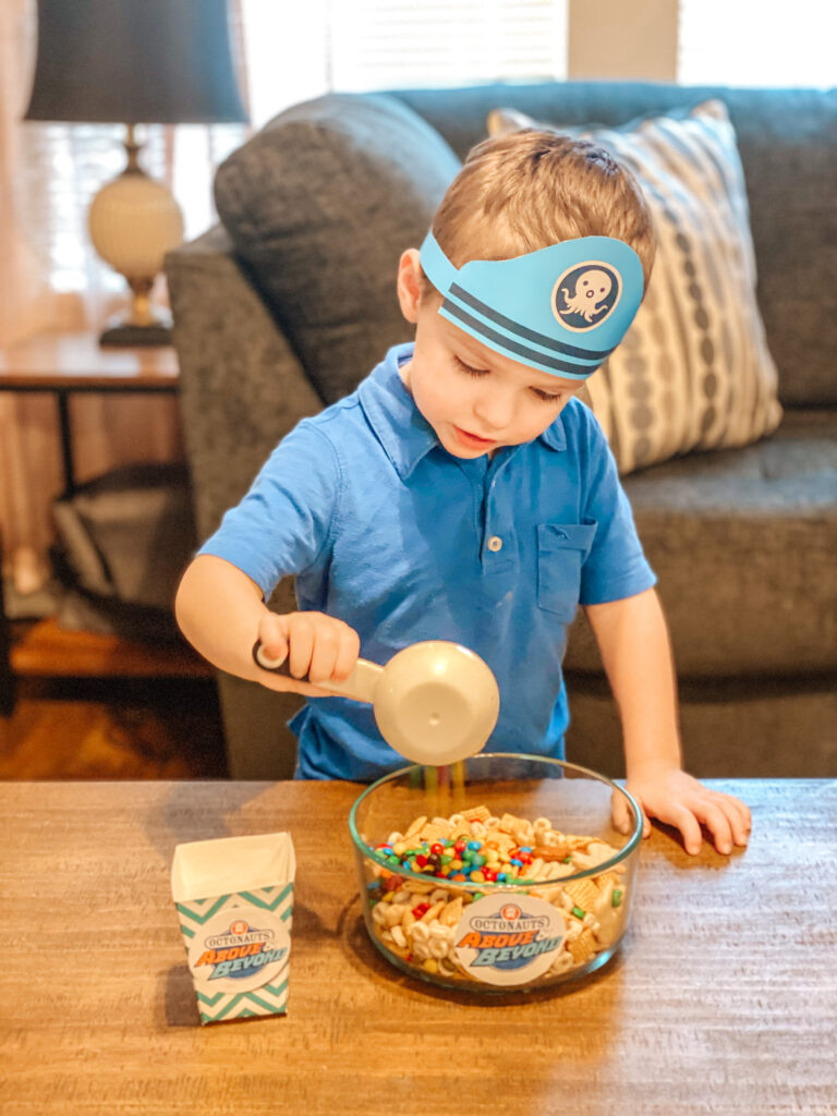 Looking for something fun to watch on Netflix? Don't miss Octonauts Above & Beyond, and enjoy with this tasty Adventure Mix & Bingo printable!