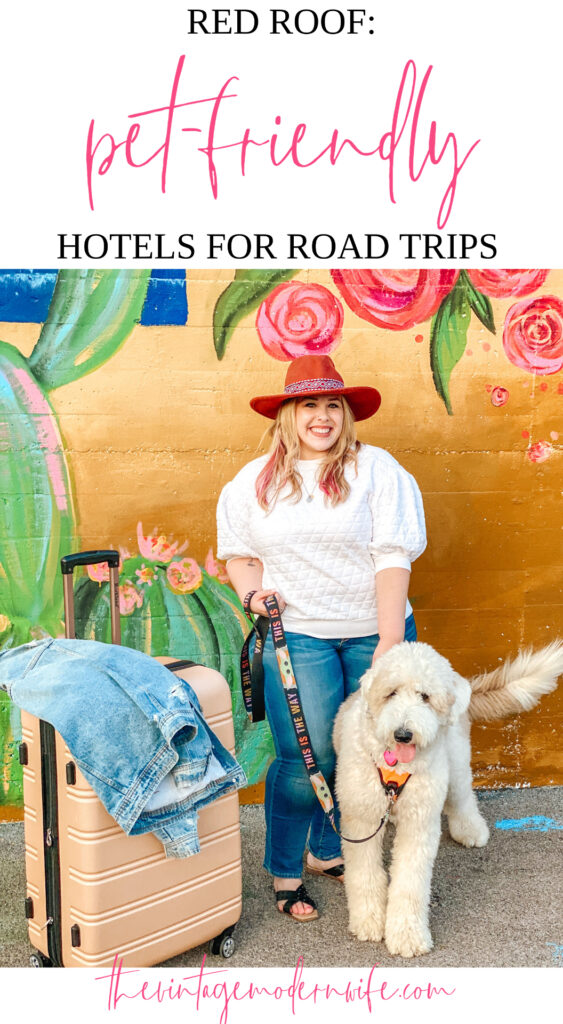 Looking for an affordable place to travel with your pet? Red Roof luvs pets and is a great pet-friendly hotel option for pet owners!